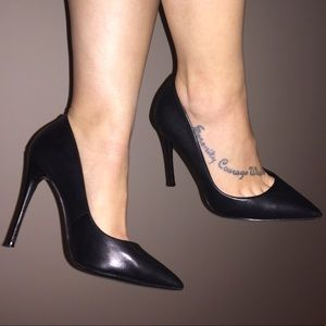 EXCELLENT CONDITION black leather point toe heels